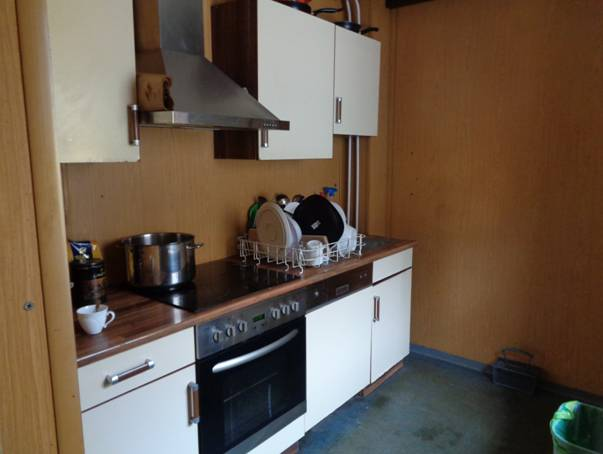 modern, jól felszerelt konyha alaptartozék.